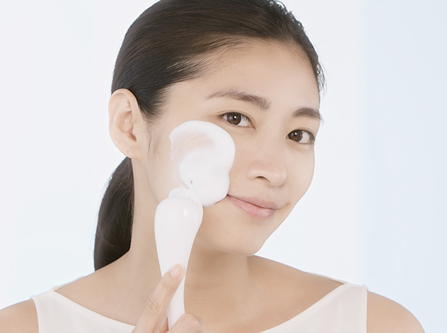How To: Cleansing Massage Brush